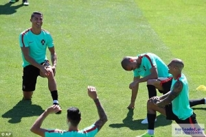 Ahead Of EURO 2016 Against France , C. Ronaldo Goes On Training With Teammates - See Photos